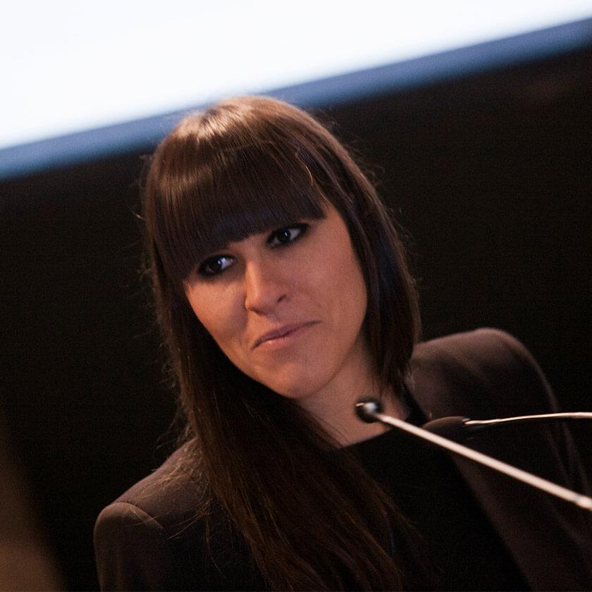Pilar Riaño, Directora