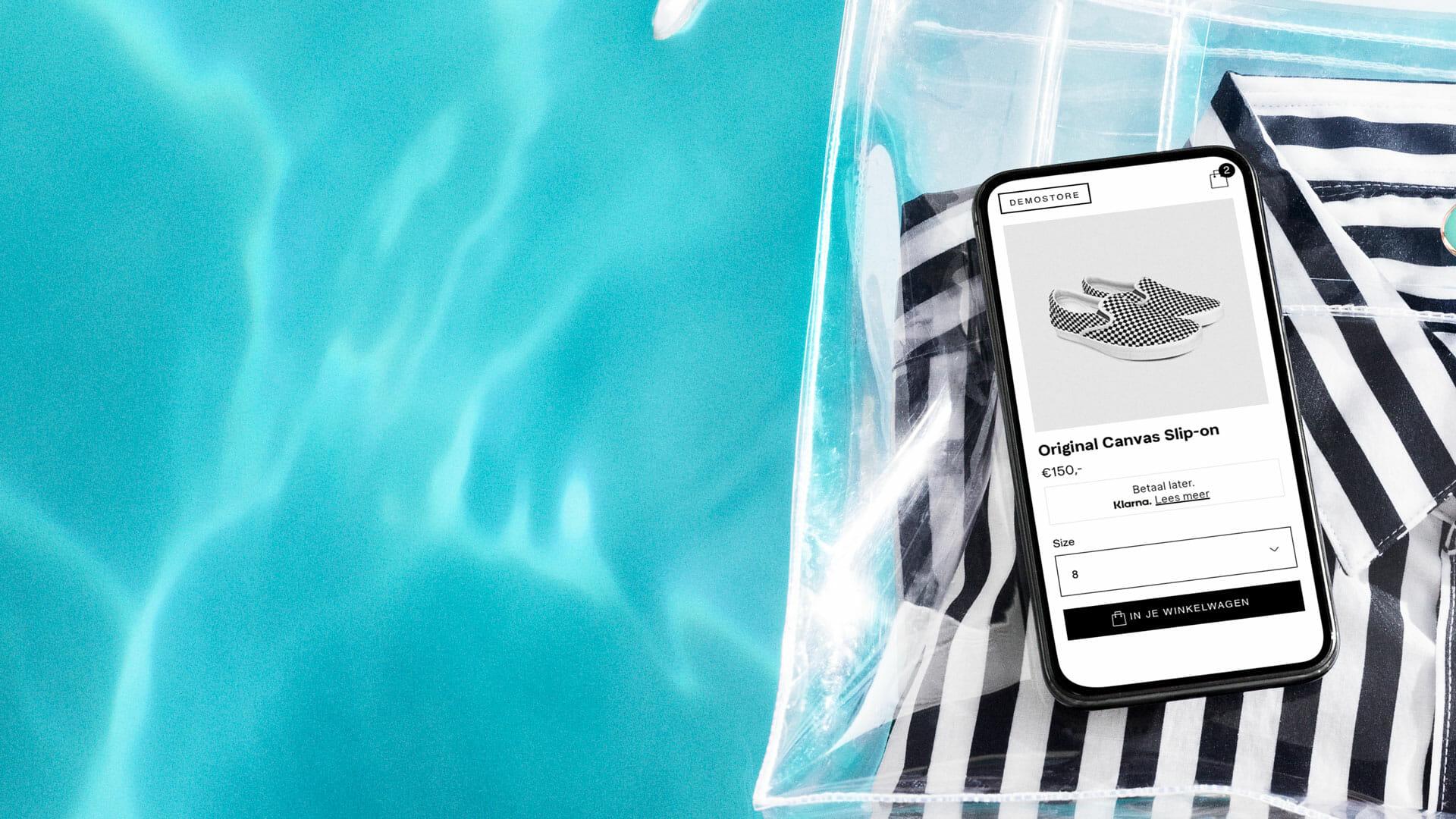 Achtergrond in zwembad - verkoop met Klarna