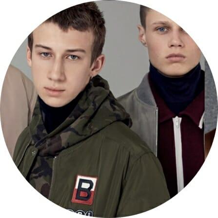 Arcadian mainos poika tummanvihreässä takissa